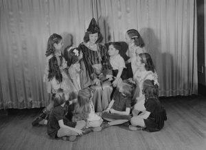Stage._Children's_Theatre_BAnQ_P48S1P12545