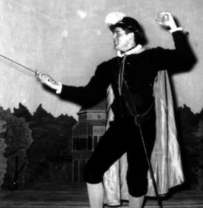 Shakespearean.actor.in.fencing.stance